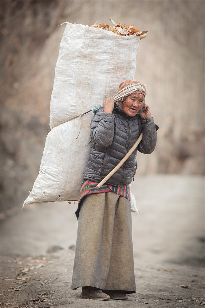 Woman in Muktinath, photo